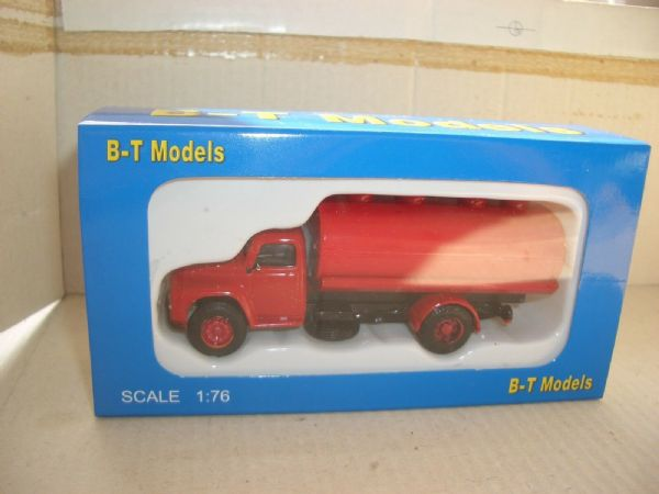 B T Models A012B 1/76 OO Scale Commer Superpoise Tanker Red